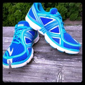 Brooks Pure Flow 3 Sneakers. GUC